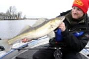 Mit Centrepin und Köderfisch: Bootsangeln auf Raubfische