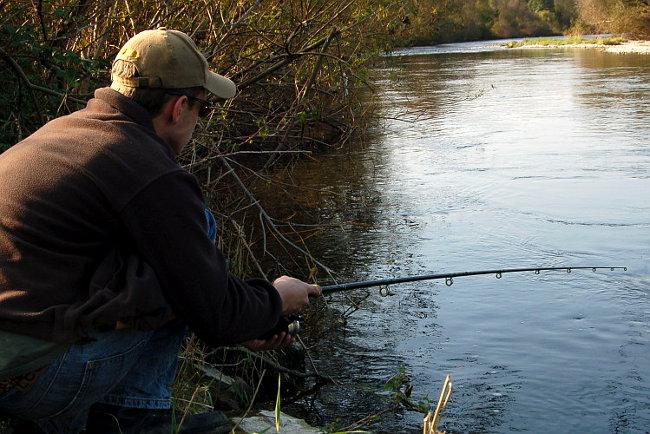 Zuhause fängt man keine Fische. Also raus ans Wasser!