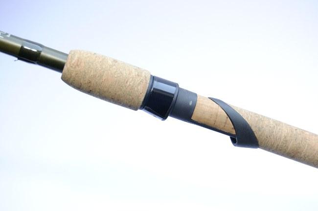 Wie auch die anderen Purist Ruten hat die River Feeder einen Korkgriff mit solidem Schraubrollenhalter.