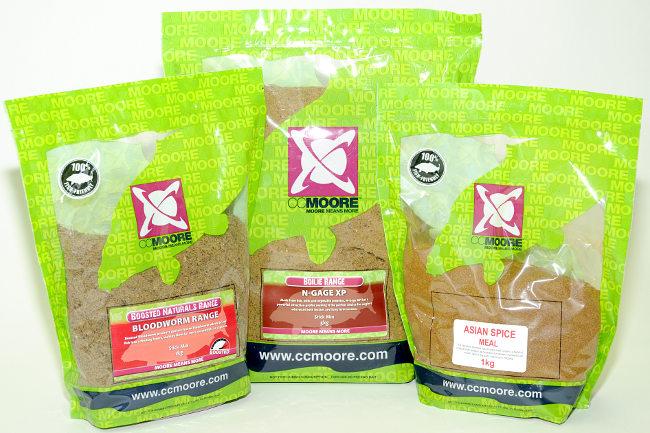 Zwei CC Moore Mischungen, die sich auch im Futterkorb anbieten lassen: N-Gage XP, Bloodworm und zum pimpen das Asia Spice Meal.